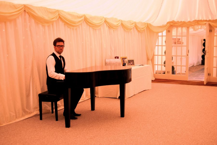 Hedingham Castle Wedding Pianist Phillip Keith