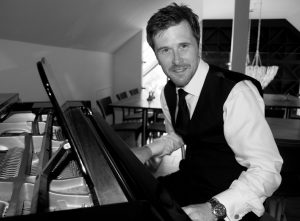 The West Street Vineyard Essex Wedding Pianist Phillip Keith Essex